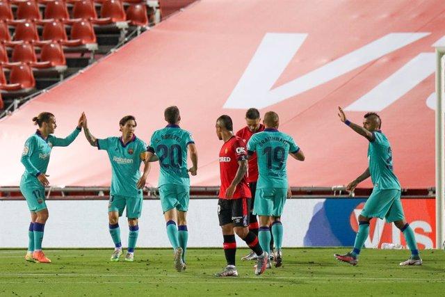 El Barça vuela alto en Mallorca (0-4) y reta al Madrid