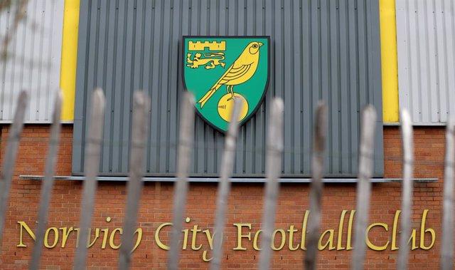 Fútbol.- Dos jugadores, uno de ellos del Norwich City, dan positivo por coronavi