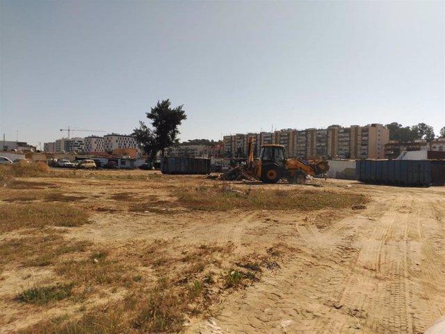 Limpieza de un solar en Huelva