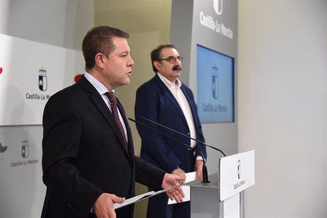 El presidente de C-LM, Emiliano García-Page, y el consejero de Sanidad, Jesús Fernández Sanz.