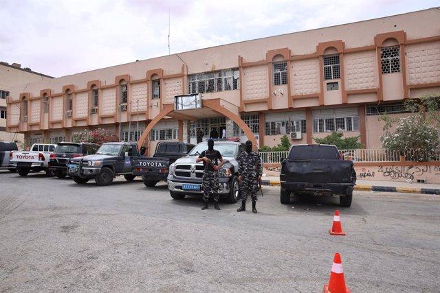 Libia.- El Gobierno libio acusa a Haftar de enterrar vivos a muchos de los civil