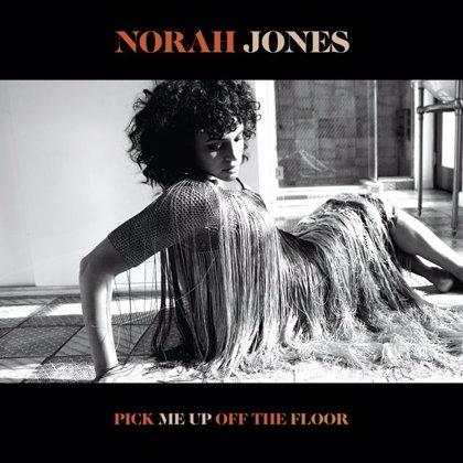 Escucha el nuevo álbum de Norah Jones: 'Pick me up off the floor'