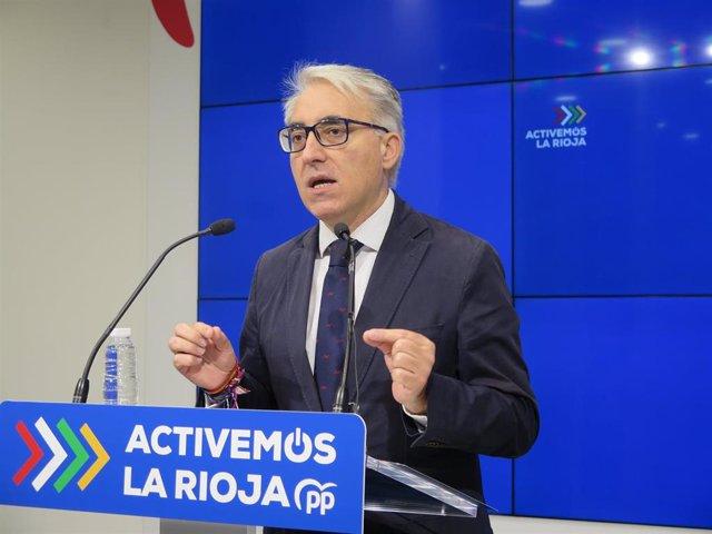 El portavoz del PP, Jesús Ángel Garrido, en comparecencia de prensa