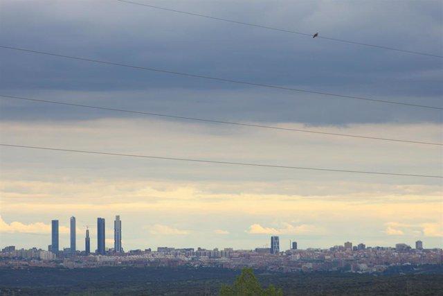 Panorámica de Madrid a 22 de abril de 2020. La contaminación por dióxido de nitrógeno (NO2), el contaminante más importante de la capital.