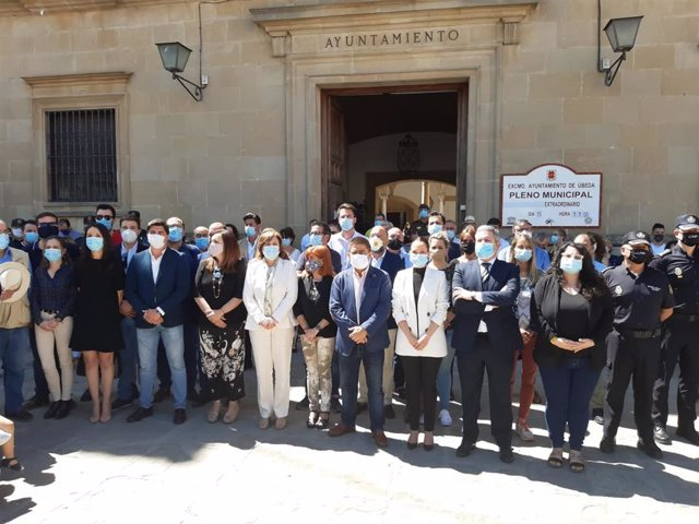 Concentración  ante las puertas del Ayuntamiento de Úbeda
