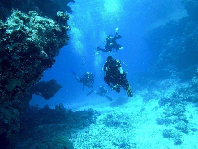 Aqua-Fi, un sistema de WiFi submarino que utiliza LEDs y láseres