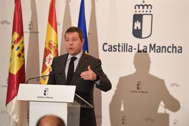 El presidente de C-LM en una rueda de prensa en Villarrobledo.