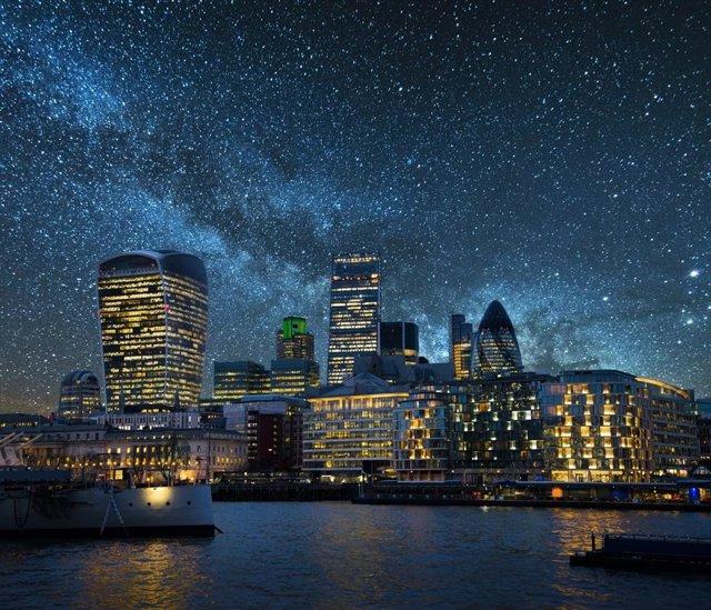 Cielo Estrellado Sobre Una Ciudad