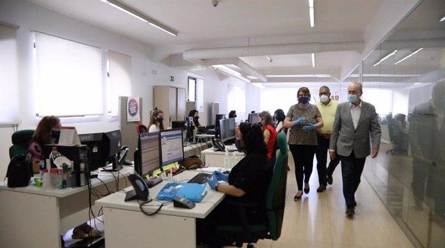 El alcalde de Málaga durante su visita a servicio telefónico centralizado