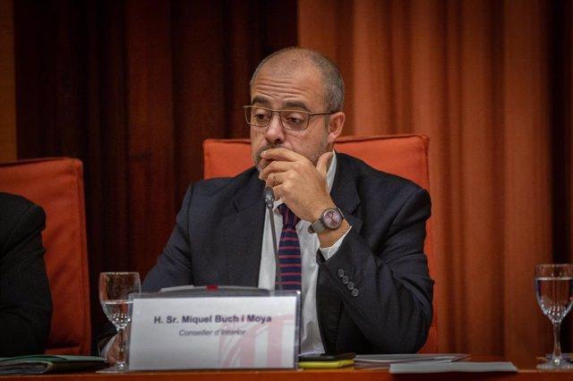 El conseller d'Interior de la Generalitat, Miquel Buch, compareix en la comissió d'Interior del Parlament de Catalunya, en una imatge d'arxiu.