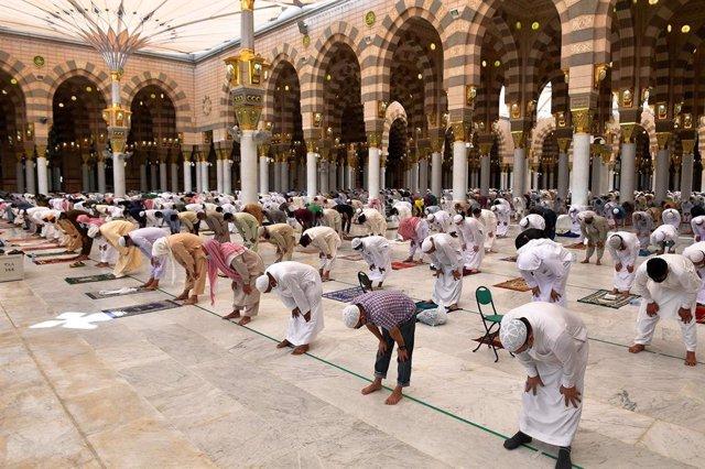 Coronavirus.- Arabia Saudí confirma un nuevo máximo diario de casos y supera el