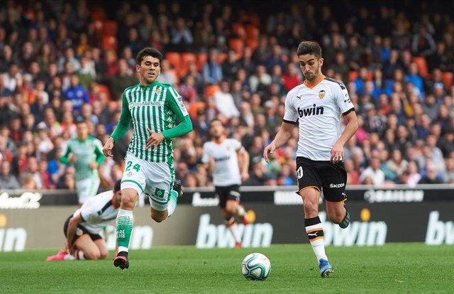 Fútbol.- Ferrán Torres y Ansu Fati lideran la nómina de españoles para el Golden