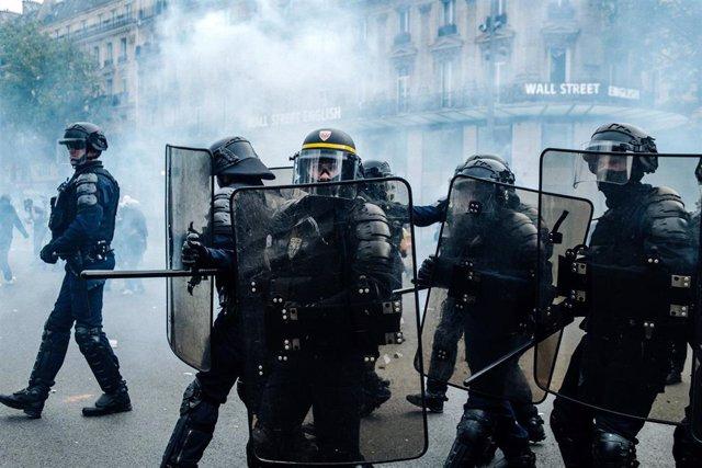 Policías antidisturbios en Francia