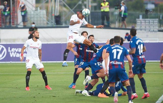 AMP.- Fútbol/Primera.- (Crónica) El Sevilla sucumbe al final en La Nucía