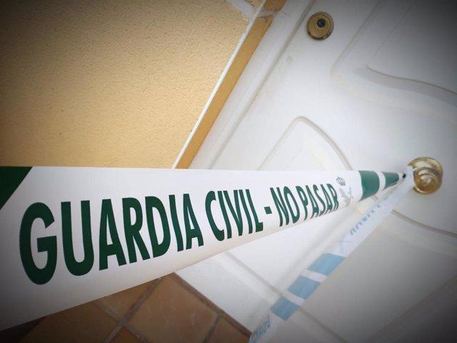 La presión vecinal obliga a tres personas que habían ocupado dos viviendas en Horcajo a abandonar los inmuebles