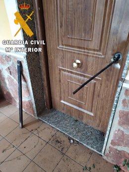 Detenido un joven encapuchado cuando intentaba forzar la puerta de una vivienda en Húercal de Almería