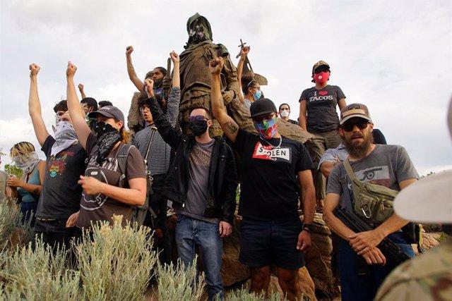 EEUU.- Varios detenidos por un tiroteo en una protesta contra una estatua del co