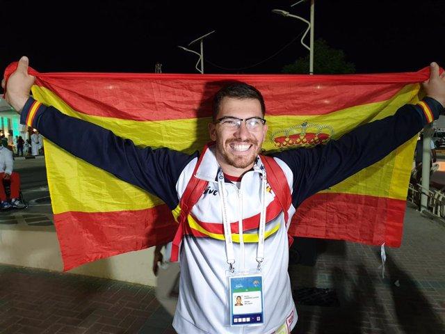 El atleta español Héctor Cabrera celebra su medalla de plata en el Mundial de Atletismo Paralímpico 2019