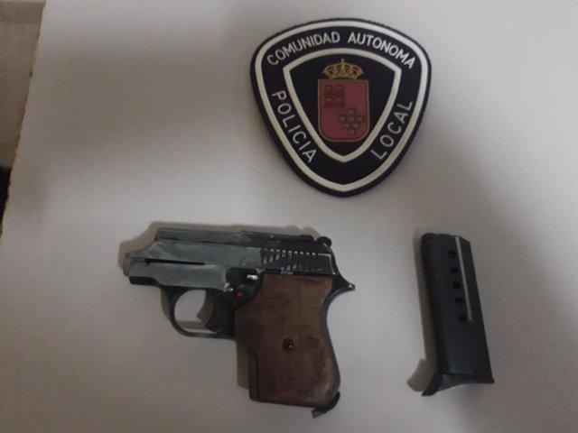 Pistola incautada a un detenido por la Policía Local de Lorca en la madrugada del domingo 14 de junio de 2020