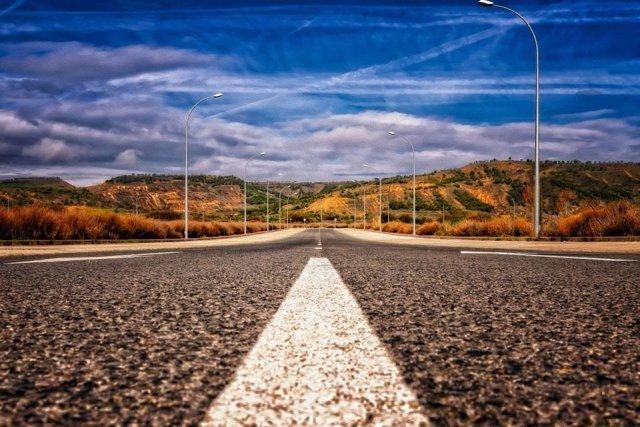 Imagen de una carretera vacía.