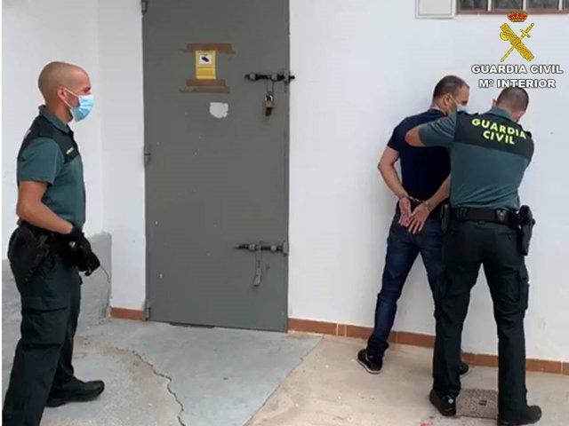 Uno de los detenidos en Sant Joan d'Alacant.