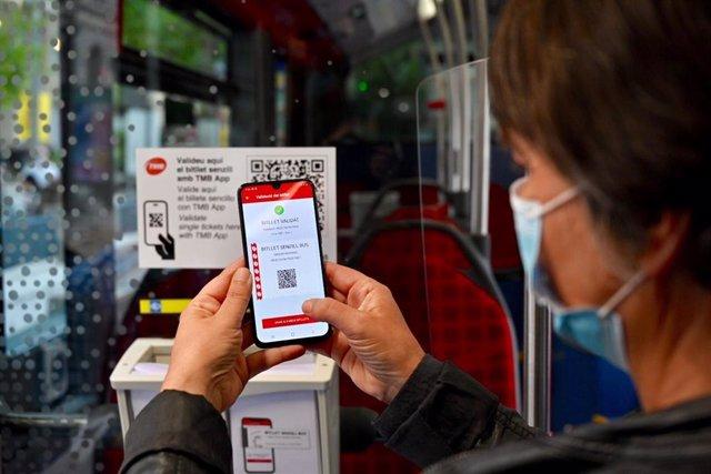 TMB implanta el billete sencillo electrónico en los autobuses de Barcelona