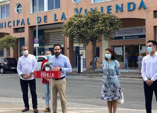El protavoz del PSOE en el Ayunatamiento de Málaga, Daniel Pérez, en rueda de prensa