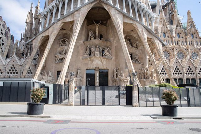 Basílica de la Sagrada Família tancada al públic durant el sisè dia de confinament després de la declaració de l'estat d'alarma per la pandèmia de coronavirus, a Barcelona / Catalunya (Espanya), a 20 de març de 2020.