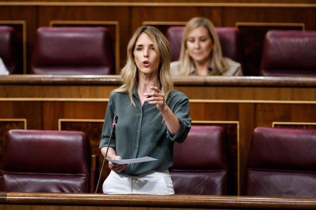 La portavoz del Partido Popular, Cayetana Álvarez de Toledo, durante la sesión del control al Gobierno en el Parlamento, en Madrid, (España), a 3 de junio de 2020.