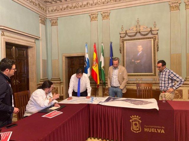 Reunión en el Ayuntamiento de Huelva para abordar en nuevo PGOU de la ciudad.
