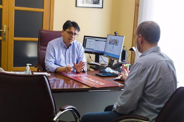 Una de las reuniones mantenidas por el diputado provincial Manuel Guzmán