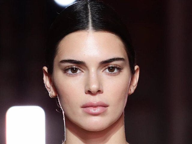 Kendall Jenner en Roma    ROME, ITALY - OCTOBER 24: Kendall Jenner walks the runway during the Giambattista Valli Loves H&M show on October 24, 2019 in Rome, Italy. (Photo by Vittorio Zunino Celotto/Getty Images)