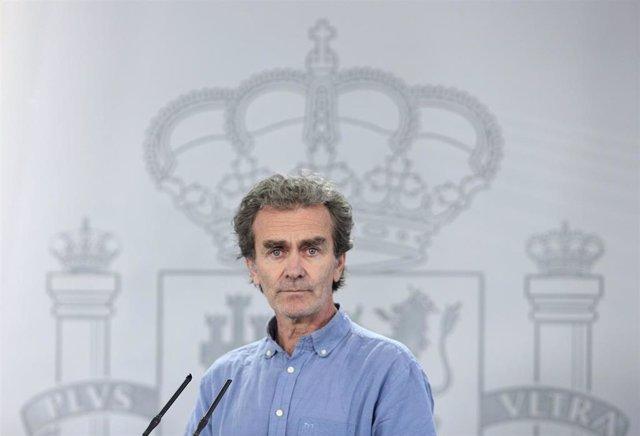 El director del Centro de Coordinación de Alertas y Emergencias Sanitarias (CCAES), Fernando Simón a su llegada a la comparecencia en Moncloa. En Madrid (España), a 12 de junio de 2020.