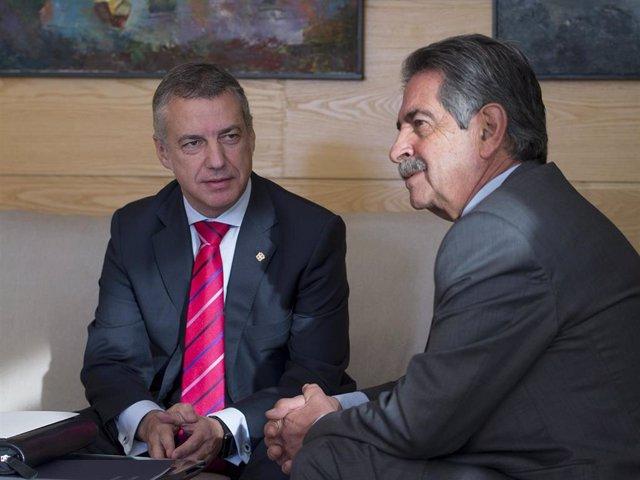 El Lehendakari, Iñigo Urkullu, y el presidente de Cantabria, Miguel Ángel Revilla