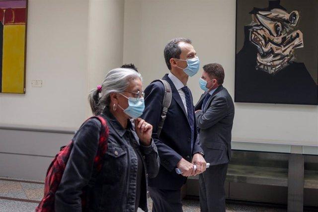 El Ministro de Ciencia e Innovación, Pedro Duque, a su llegada a la sesión de control al Gobierno en el Senado este martes 16 de junio