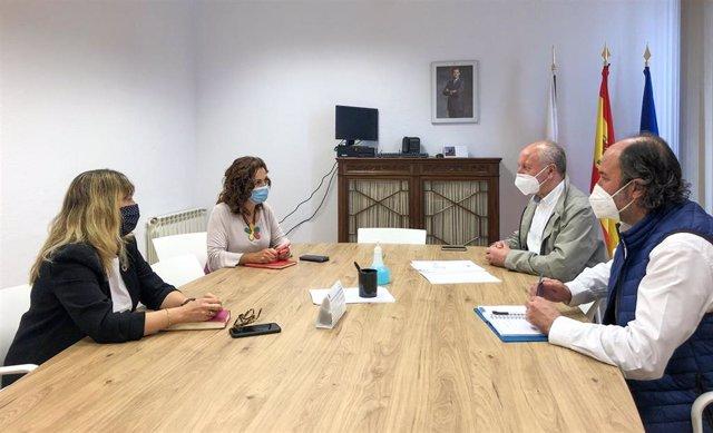 La consejera de Empleo y Políticas Sociales se reúne con el alcalde de Reinosa