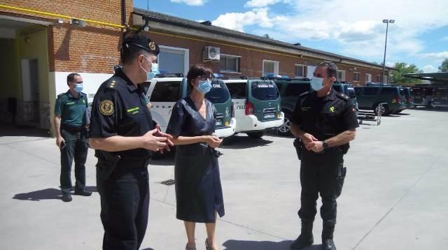 La directora general de la Guardia Civil, María Gámez, en su visita Valdemoro (Madrid), donde se encuentra la sede del GRS1 Madrid y del Escuadrón para conocer su trabajo durante el estado de alarma.