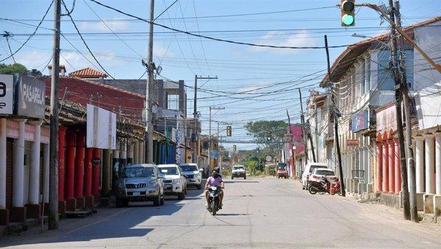 Una calle desierta de Trinidad, en Bolivia, durante la pandemia del coronavirus.