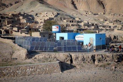 Afganistán combate la sequía con bombas solares que extraen agua potable del suelo