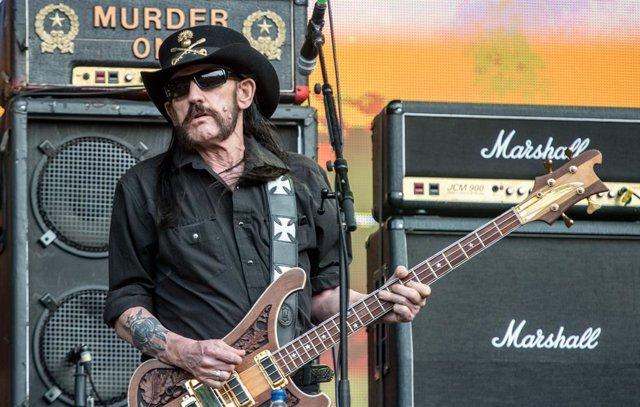 Lemmy Kilmister de Motörhead en concierto en Suecia en 2014