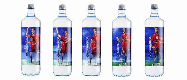 La selección española de fútbol, protagonista de la edición especial de botellas de agua de Cabreiroá
