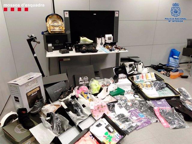 Material confiscat d'un grup que criminal que estafava amb el mètode 'SIM swapping'