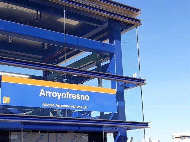 Ascensor de la nueva estación de Arroyofresno de la línea 7 de Metro de Madrid, que abre este sábado