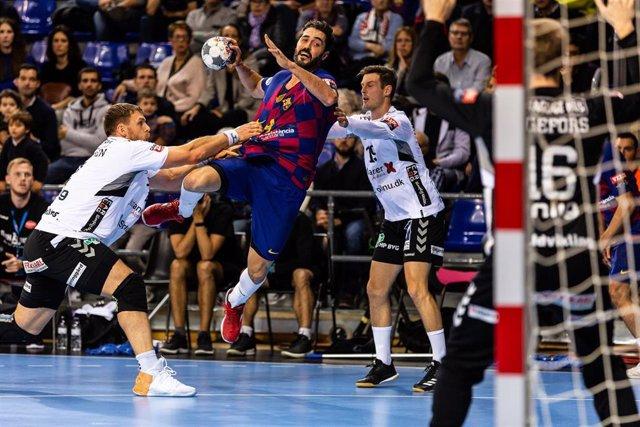 Raúl Entrerríos jugnado con el Barcelona