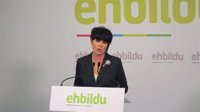 La candidata a lehendakari de EH Bildu, Maddalen Iriarte, en una rueda de prensa en Bilbao.