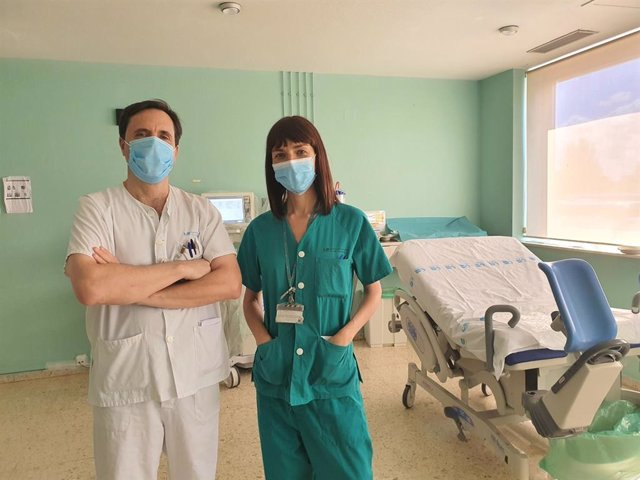 Los facultativos del Hospital 12 de Octubre, Rafael San Juan y Patricia Barbero.