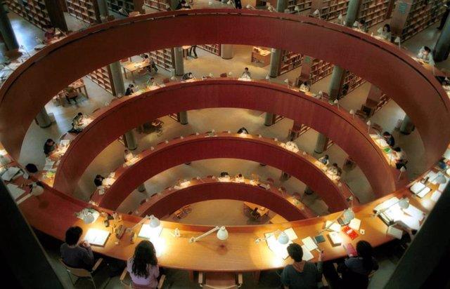 Biblioteca de la Universidad Nacional de Educación a Distancia (UNED) en Madrid.
