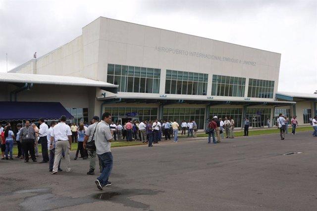 """Panamá amplía la prohibición de los vuelos internacionales por """"razones de salud"""