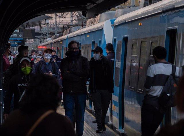 Pasajeros del metro de Buenos Aires, Argentina.