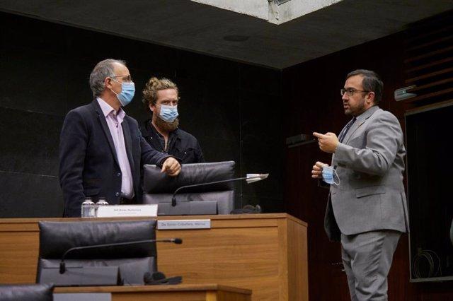 De i-d, el parlamentario de EH Bildu Adolfo Araiz, el parlamentario de EH Bildu Maiorga Ramírez y el vicepresidente primero del Gobierno de Navarra Javier Remírez, en el pleno del Parlamento de Navarra el 18 de junio de 2020.